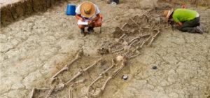 Excavaciones en la fosa. FotoJuande.es