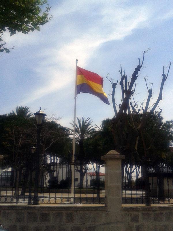 Izada de la bandera Tricolor