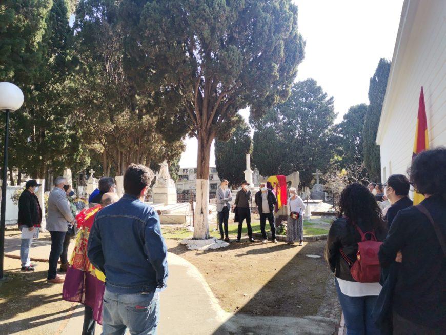 Cementerio de Algeciras en la mañana del sábado 15 de abril. Acto de homenaje a las víctimas del fascismo y de reafirmación republicana.