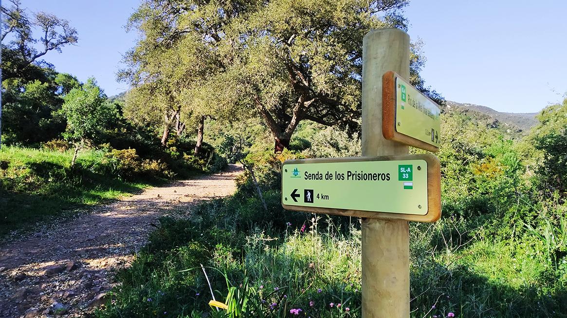 Señal en el final del sendero hecho por los presos que sube desde Los tres pinos.